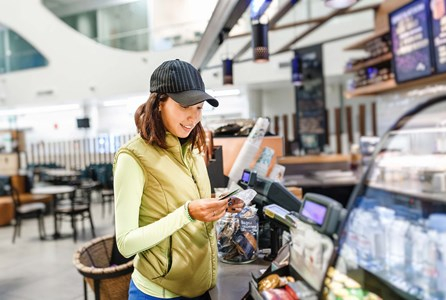 Location services and wireless beacons - Customer using her mobile phone to receive push notifications