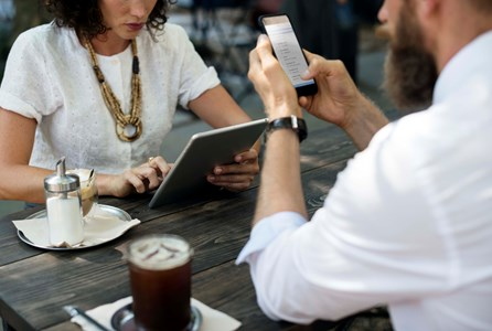 Citrix partner - Colleagues connect to a meeting using different mobile devices